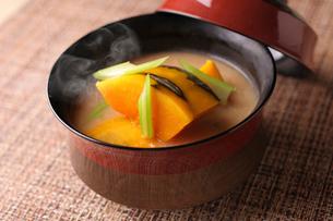 かぼちゃの味噌汁の写真素材 [FYI01667021]