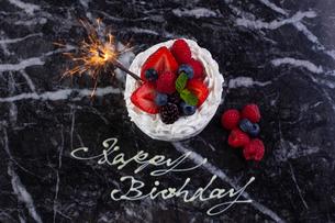 バースデーケーキの写真素材 [FYI01667057]