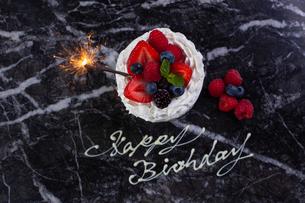 バースデーケーキの写真素材 [FYI01667058]
