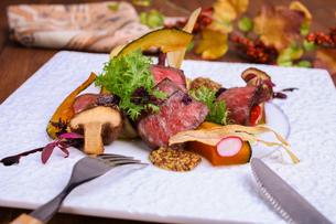 野崎牛のステーキの写真素材 [FYI01667109]