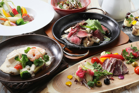 すき焼きと前菜の写真素材 [FYI01667215]
