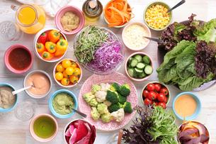 野菜とドレッシングの集合の写真素材 [FYI01667236]