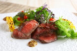 野崎牛のステーキの写真素材 [FYI01667338]