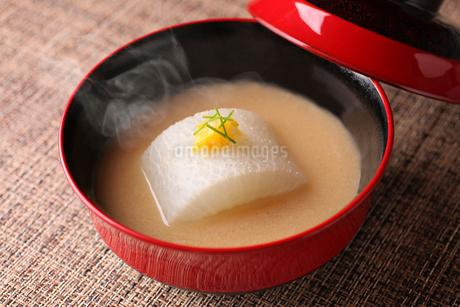 大根と黄柚子の味噌汁の写真素材 [FYI01667360]