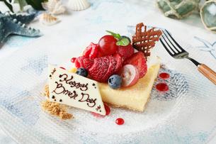 バースデーチーズケーキの写真素材 [FYI01667416]