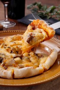 チーズピザイメージの写真素材 [FYI01667468]