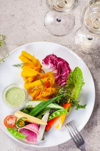 彩り野菜の前菜の写真素材 [FYI01667494]