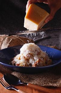 贅沢チーズのラグーパスタの写真素材 [FYI01667585]