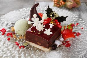 クリスマスのチョコレートケーキの写真素材 [FYI01667722]
