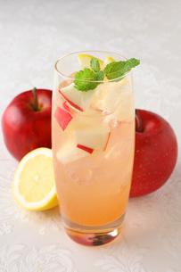 リンゴレモンサワーの写真素材 [FYI01667817]