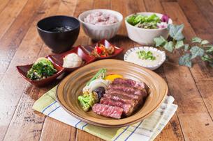 ステーキ定食の写真素材 [FYI01667964]