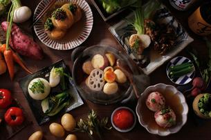 野菜たっぷりおでんの集合イメージの写真素材 [FYI01668038]