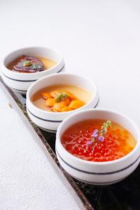 贅沢3種の茶碗蒸しの写真素材 [FYI01668281]