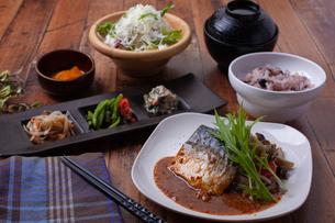 鯖味噌定食の写真素材 [FYI01668635]