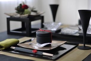 和飾りのテーブルコーディネートの写真素材 [FYI01668709]