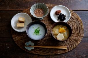 お粥の朝ごはんの写真素材 [FYI01668745]