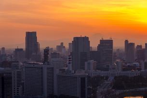 富士山と国会議事堂の夕焼けの写真素材 [FYI01669220]
