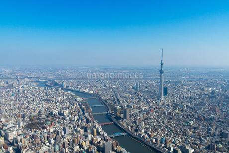 東京スカイツリーと浅草周辺の空撮の写真素材 [FYI01669250]