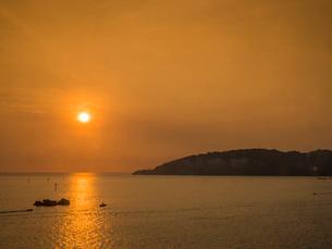 ボルネオ島の夕日の写真素材 [FYI01669405]