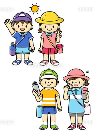 熱中症対策をする幼児と小学生のイラスト素材 [FYI01669666]