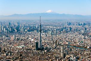 富士山と東京スカイツリーの写真素材 [FYI01669682]