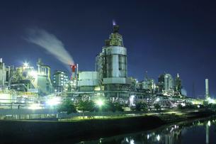 東区周辺の工場地帯の夜景の写真素材 [FYI01669743]