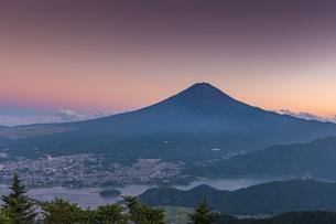 夏の富士山の写真素材 [FYI01669824]