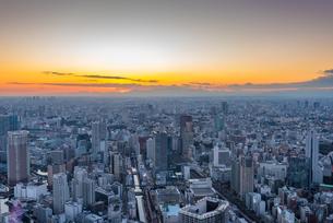 日没後の東京空撮の写真素材 [FYI01669884]