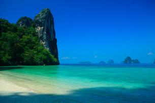 クラビの白い砂浜と海の写真素材 [FYI01669924]