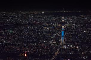 東京スカイツリー夜景 空撮の写真素材 [FYI01669928]