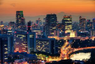 富士山と国会議事堂の写真素材 [FYI01670014]
