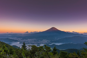 夏の富士山の写真素材 [FYI01670077]