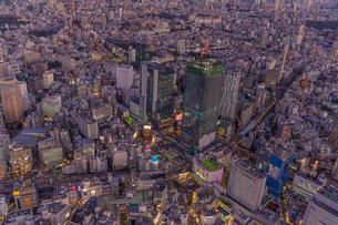 渋谷夜景空撮の写真素材 [FYI01670327]