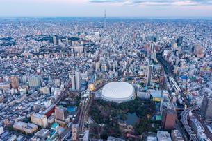 東京ドーム,空撮の写真素材 [FYI01670346]
