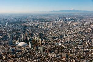 富士山と東京ドームの写真素材 [FYI01670348]