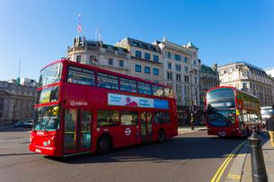 ロンドンの風景とダブルデッカーの写真素材 [FYI01670585]