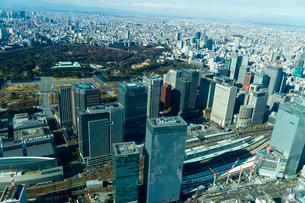 東京駅と皇居周辺の空撮の写真素材 [FYI01670689]