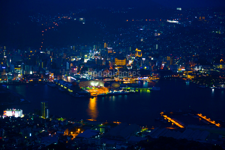 稲佐山展望台から見る長崎の夜景の写真素材 [FYI01670867]