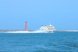 新潟西港を出港する佐渡汽船,ジェットホイルの写真素材 [FYI01670952]