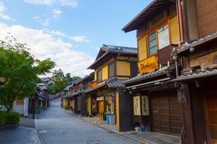 早朝の京都・二年坂の写真素材 [FYI01671917]