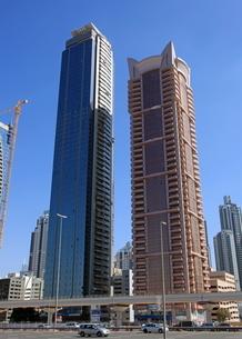 ドバイの超高層ビル(Falcon Tower)の写真素材 [FYI01672172]