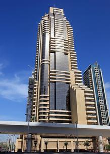 ドバイの超高層ビル(Grosvenor House West Marina Beach)の写真素材 [FYI01672384]