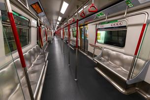 香港の地下鉄の車内の写真素材 [FYI01672484]
