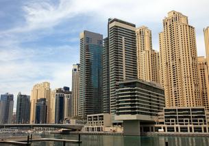 ドバイの超高層ビル(左:Al Sahab 2 右:Marina Quays West)の写真素材 [FYI01672569]
