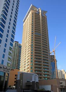 ドバイの超高層ビル(Marina Mansions Towers)の写真素材 [FYI01672572]