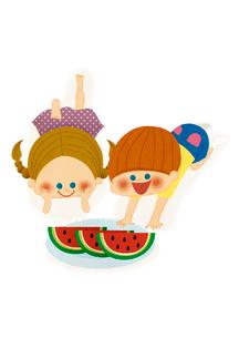 スイカを食べる男の子と女の子のイラスト素材 [FYI01673246]