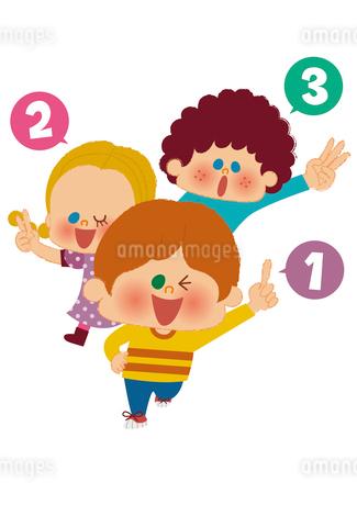 手で数字を数える子どものイラスト素材 [FYI01673413]