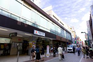 東急東横線自由が丘駅南口の写真素材 [FYI01674258]