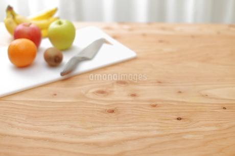 包丁と俎板と果物の写真素材 [FYI01675671]