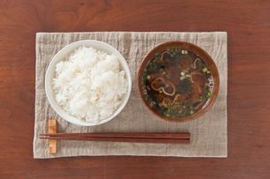 ご飯と味噌汁の写真素材 [FYI01676269]